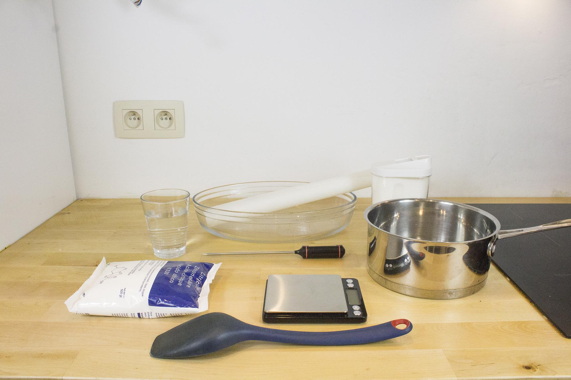 Ingrédients et matériel nécessaires pour faire du sucre candi